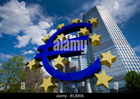 Germany, Hessen, Frankfurt-am-Main, Euro Tower, home of European Central Bank, and Euro Symbol, Willy Brandt Platz - Stock Photo