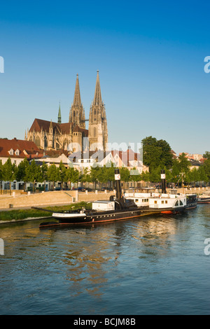 Germany, Bayern/Bavaria, Regensburg, Dom St. Peter cathedral and town - Stock Photo