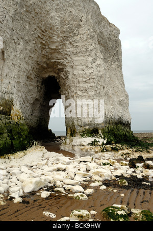 A natural arch in the chalk cliffs at Kingsgate Bay.  Kingsgate, Kent, UK. - Stock Photo