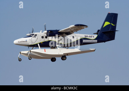 De Havilland Canada DHC-6 Twin Otter amphibious aircraft with retractable undercarriage installed in its floats - Stock Photo