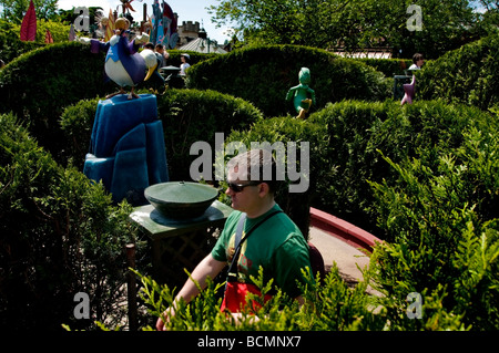 Paris, France, People Visiting Disneyland Paris Garden Maze, The 'Queen of Hearts' Attraction 'Amusement Parks' - Stock Photo