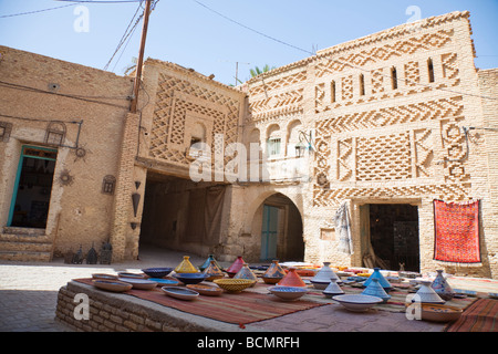 A souvenir shop sits within the 14th century Ouled El Hadef quarter in Tozeur, Tunisia. - Stock Photo