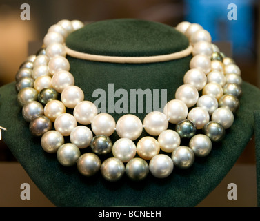 pearls necklace Place Vendome Paris jewel jeweler - Stock Photo
