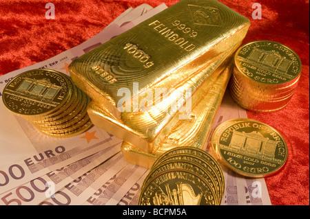 Gold und 500 Euro Scheine Gold and Euro Banknotes - Stock Photo