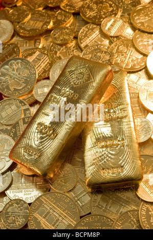 Zwei Goldbarren auf Münzen two Gold Bars on Gold Coins - Stock Photo