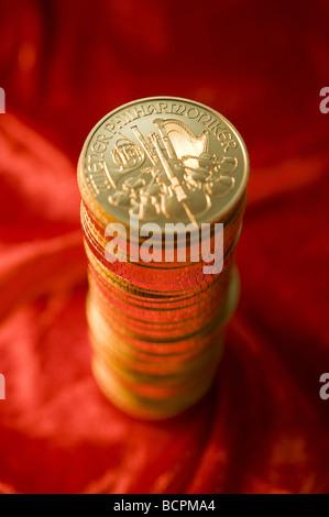 Ein Stapel Goldmünzen Wiener Philharmoniker A Pile of Gold Coins Wiener Philharmoniker - Stock Photo