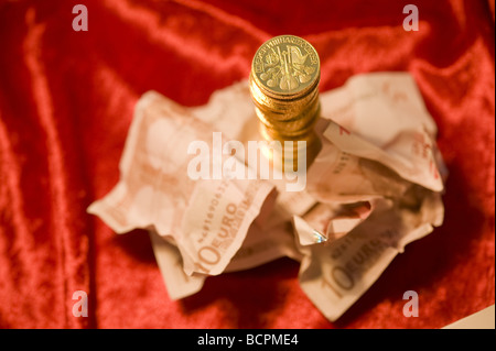 Gold und Papiergeld Gold Coins and Euro Banknotes - Stock Photo