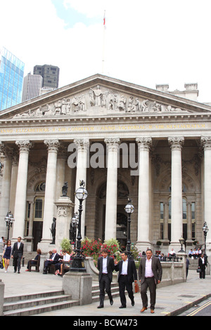 City workers outside the Royal Exchange, City of London, England, U.K. - Stock Photo