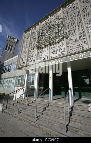 City of Plymouth, England. Entrance to Plymouth Crown and County Courts building, with the Guildhall tower in the - Stock Photo
