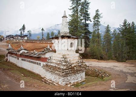View of Gangteng Gonpa Monastery nr village of Gantey, Phobjika valley, Wangdue Phodrang District, central Bhutan. - Stock Photo