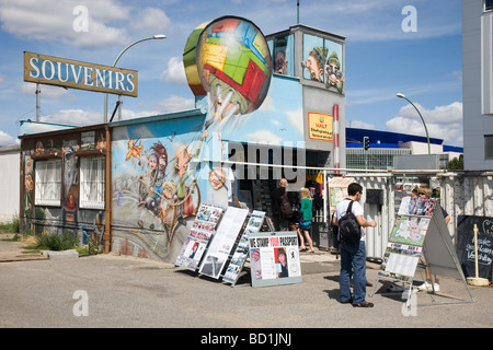 The Wall House, tourist shop by East Side Gallery, Berlin Wall, Berlin, Germany - Stock Photo
