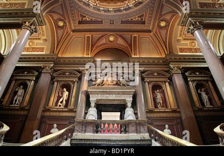 Grand entrance to the Fitzwilliam Museum - Stock Photo