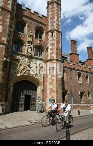 Cambridge University, St. John's College street entrance - Stock Photo
