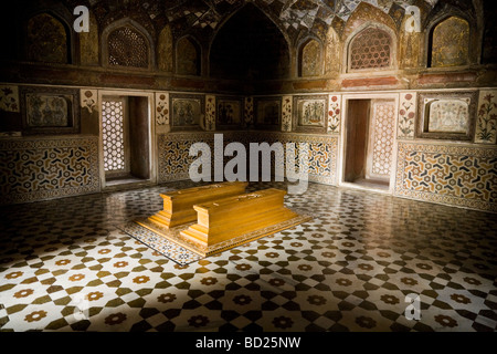 The tombs of Mirza Ghiyas-ud-din or Ghiyas Beg (later known as Itmad-ud-Daulah) and his wife, Asmat Begum. Agra. - Stock Photo
