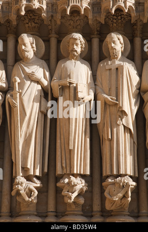 Carved statues on the facade of Notre Dame - Stock Photo