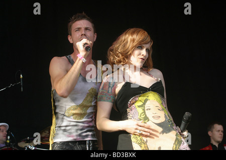 SCISSOR SISTERSA  US  group at the 2004 V Concert in Chelmsford with Jake Shears and Ana Matronic - Stock Photo