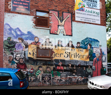 Mural with the slogan 'St James's Support the Hunger Strikers' in the Republican/nationalist area of Falls Road, - Stock Photo