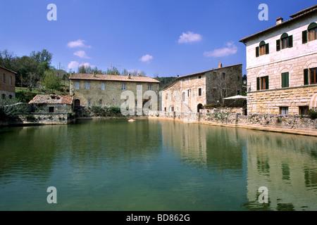 Bagno vignoni piazza delle sorgenti a pool with natural - Bagno vignoni siena ...