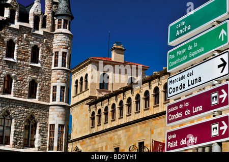Spain, St. James Way: Detailes of the Casa de Botines and the Palace Guzmanes in the center of Leon - Stock Photo
