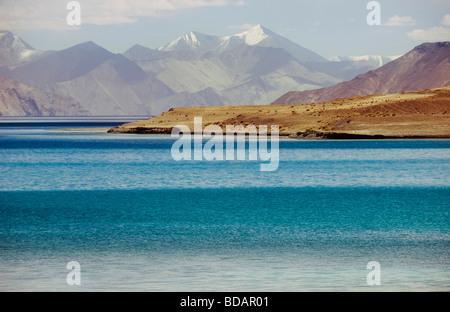 Lake with mountain ranges in the background, Pangong Tso Lake, Ladakh, Jammu and Kashmir, India - Stock Photo