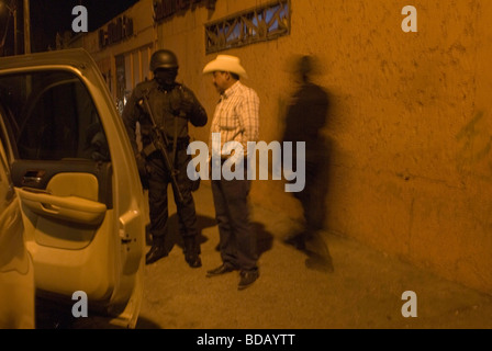 Army troops and federal police patrol the streets of Juarez  entering cantinas and prostitution hotels for drugs - Stock Photo
