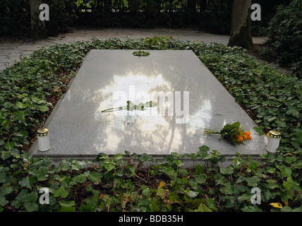 Grave of Richard and Cosima Wagner in the garden of Villa Wahnfried the Richard Wagner Museum in Bayreuth Germany - Stock Photo