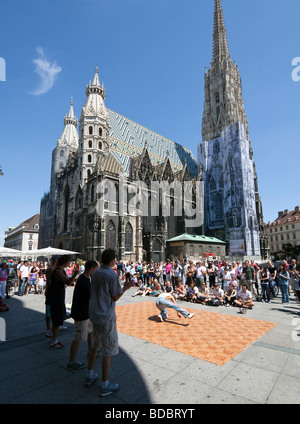 hip hop dancers performing in front of St. Stephen's Cathedral, Stephansdom, Stephansplatz, Vienna, Austria - Stock Photo