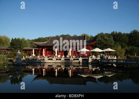 The lakefront tea house in Marzahn s Chinese Garden - Stock Photo