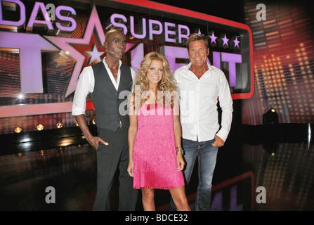 TV show 'Das Supertalent', DEU 2008, jury member: Bruce Darnell, Sylvie van der Vaart, Dieter Bohlen, standing in - Stock Photo