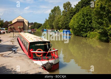 Narrowboats canal boat uk on the Kennet and Avon Canal at Devizes, Wiltshire, England, UK - Stock Photo