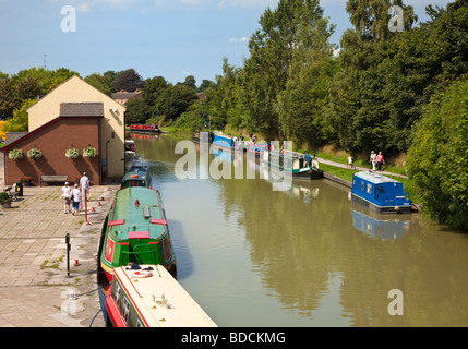 Narrowboats on the Kennet and Avon Canal at Devizes Wharf, Wiltshire, England, UK - Stock Photo
