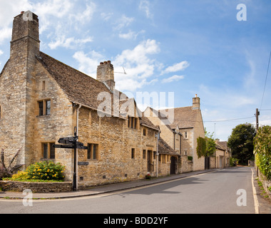 Small street in the Cotswolds town of Burford, Oxfordshire, England, UK with beautiful old Cotswold stone houses - Stock Photo