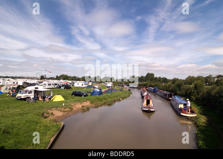 Fairport's Cropredy Convention friendly music festive near Banbury Oxfordshire on the south Oxford canal - Stock Photo