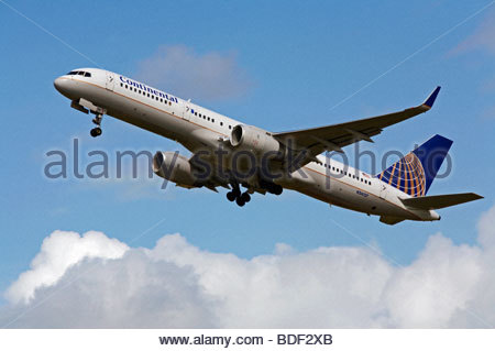 Continental airlines Boeing 757 flight shortly after takeoff - Stock Photo