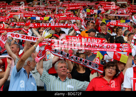 Fans of the FSV Mainz 05 football club, Fussball-Bundesliga Football League 3rd match day: FSV Mainz 05 - FC Bavaria - Stock Photo