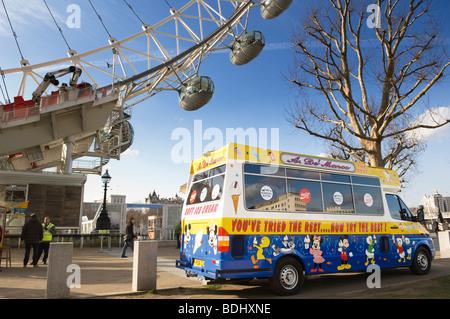 Ice cream van in front of the London Eye. - Stock Photo