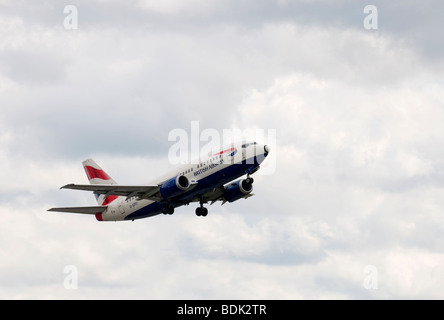 British Airways Boeing 737-528 G-GFFI takes off from Manchester Airport - Stock Photo