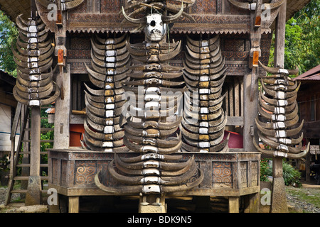 Indonesia, Sulawesi, Tana Toraja area, Palawa village, traditional Torajan house known as tongkonan. - Stock Photo