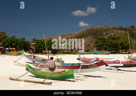 Indonesia, Lombok, South Coast, Seong Blanak, fisherman mending nets on the beach - Stock Photo