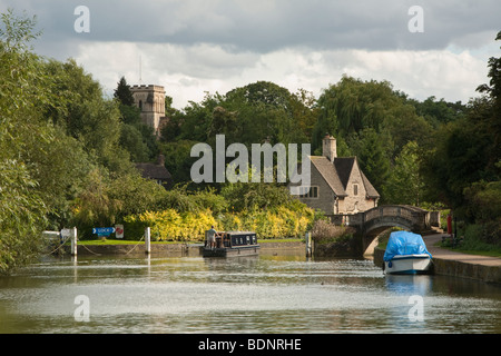 Narrowboat approaching Iffley Lock on the River Thames in Oxford, Uk - Stock Photo