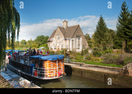 Party barge at Iffley Lock on the River Thames at Oxford, Oxfordshire, Uk - Stock Photo