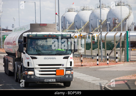 Petrol tankers at the Ineos oil refinery in Grangemouth Scotland, UK. The site is responsible for massive C02 emissions. - Stock Photo