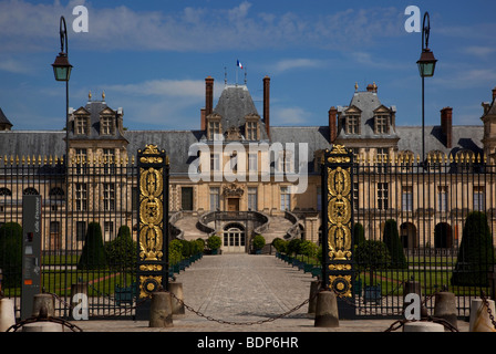 Gate of Honour , west elevation, Whitehorse courtyard, Fontainebleau Palace chateau, Paris, France - Stock Photo
