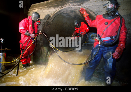 Greenpeace block of ICI Billingham outflow pipe which is legally allowed to discharge toxic chemicals into the Tees - Stock Photo