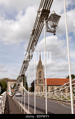 England, Buckinghamshire, Marlow, 1829 suspension bridge over River Thames designed by William Tierney Clark - Stock Photo