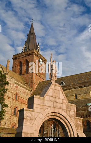 dh St Magnus cathedral KIRKWALL ORKNEY Kirkwall war memorial and cathedral clocktower - Stock Photo