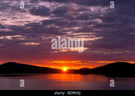 sonnenuntergang an einem see bei arjeplog, lappland, schweden, lake at sunset, lapland, sweden - Stock Photo