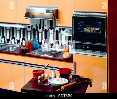 1970s Apricot kitchen with oven - Stock Photo