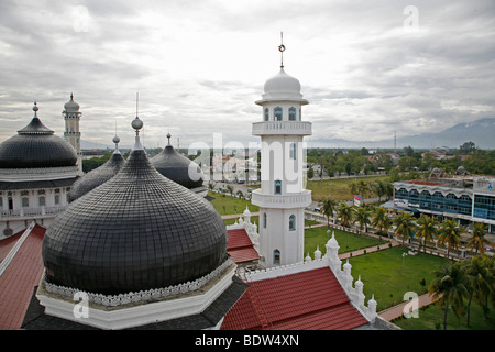 INDONESIA The Great Mosque of Banda Aceh, Aceh. 2 years after the Tsunami. PHOTOGRAPH by SEAN SPRAGUE 2007 - Stock Photo