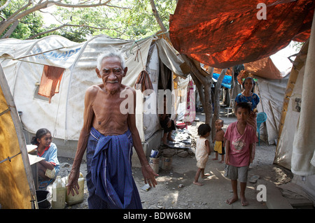TIMOR LESTE Camp for internally displaced people (IDPs) at the Don Bosco Center in Dili. Older man and children - Stock Photo